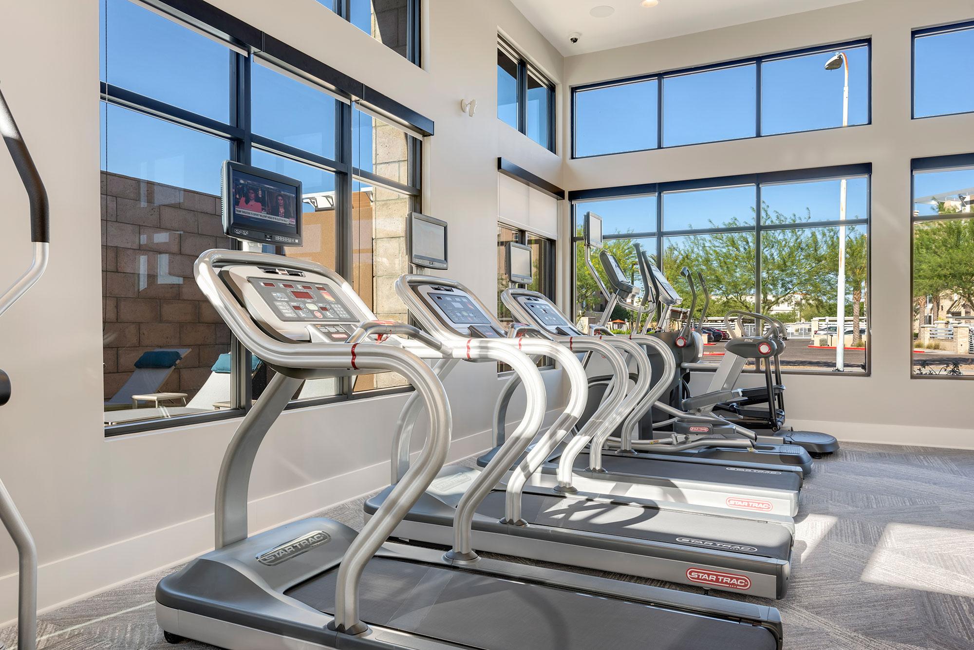 Riata - Fitness room with treadmills