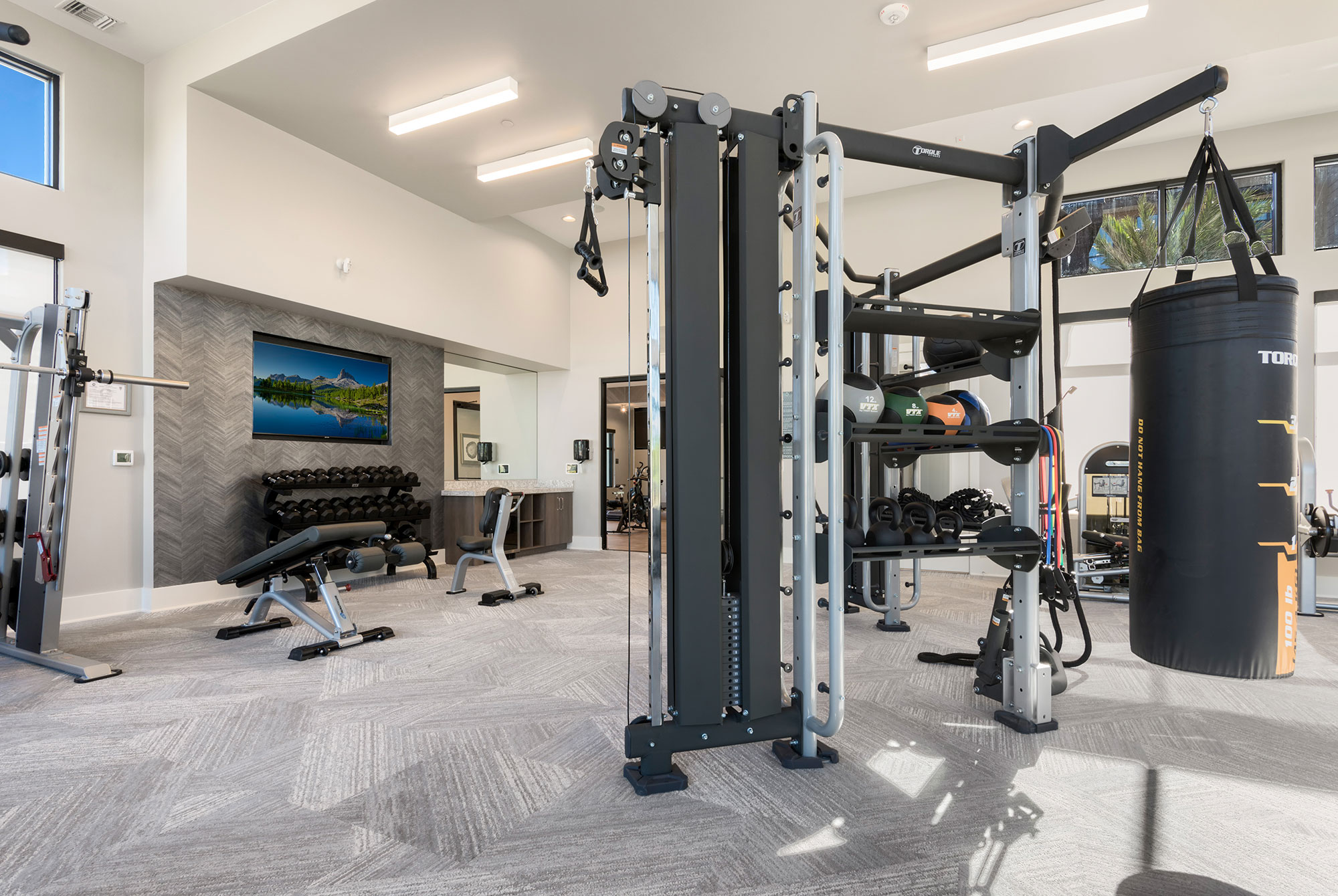 Riata - Fitness room with strength equipment
